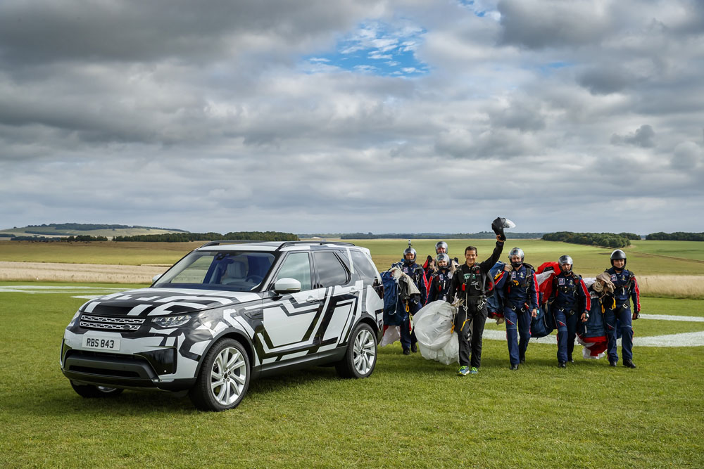 LAND-ROVER-PUTS-WORLD-FIRST-INTELLIGENT-SEAT-FOLD-TECHNOLOGY-TO-EXTREME-TEST-REMOTELY.jpg