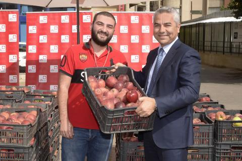 Alfa Pursues its Campaign in Support of Lebanese Farmers by distributing Apples to Staff
